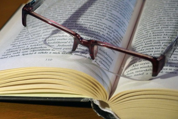 glasses-book-610x407.jpg